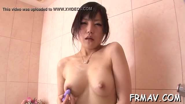 Japanese arouses her slit with a sex tool